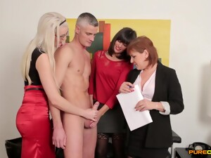 Amazing Video Of A Sexy Guy Getting Pleasured By 3 Naughty Secretaries