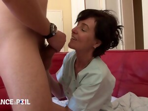 Once Again A Mommy MILF Seduces A Young Guy