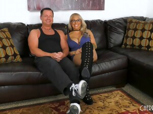 Mature Blonde Alyssa Lynn Knows How To Handle A Boner