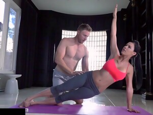 Hot Fitness Babe Fucked Hardy In Gym