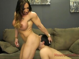 Female Bodybuilder Dominates Over Simple-Hearted Poor Daddy