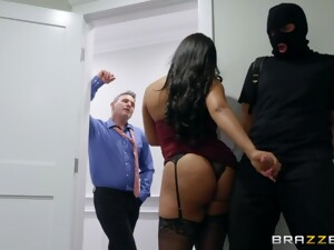 Horny Robber Is Surprised By Slutty Wife Who Gonna Work On His Strong Cock